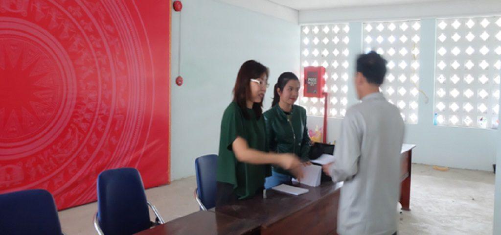 CTVNT-trao-qua-cho-cac-hoan-canh-kho-khan-nhan-dip-tet-dinh-dau_8